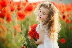Grandparent Photo, Spring Photography, Felder, Outdoor Photos, Red Poppies, Girl Poses, Color Splash, Children, Kids