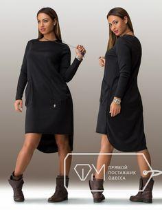 Ткань - французский трикотаж Длина - 96 см / 110 см Свободное платье-мешок в casual-стиле выполнено из благородного французского трикотажа. Темный графитовый оттенок визуально стройнит, трапециевидный силуэт не акцентирует талию. Круглый вырез горловины, длинные облегающие рукава придают модели лаконичность, асимметричный низ и накладные объемные карманы – оригинальность и подчеркнутую ироничность. Передняя линия подола строго горизонтальна, задняя скруглена.