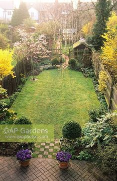 - Small garden design ideas are not simple to find. The small garden design is unique from other garden designs. Space plays an essential role in small . Back Gardens, Small Gardens, Outdoor Gardens, City Gardens, Back Garden Design, Minimalist Garden, Beautiful Flowers Garden, Garden Cottage, Easy Garden