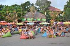 La Plancha sur la plage de Seminyak à Bali Voyage Bali, Bali Travel, Ubud, Trip Planning, Outdoor Decor, Hot Dog, Partying Hard, Envy, Travel