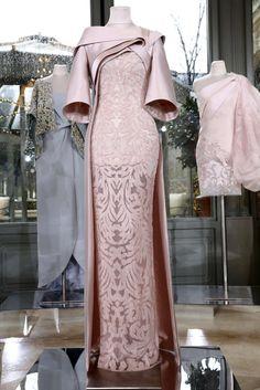 Rami Al Ali Frühjahr/Sommer 2018 Paris Haute Couture Kebaya Dress, Dress Pesta, Elegant Dresses, Beautiful Dresses, Nice Dresses, Formal Dresses, Couture Mode, Couture Fashion, Modest Fashion
