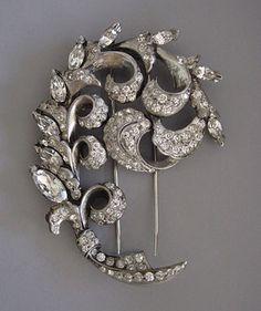 """EISENBERG  clear rhinestones swirl 3-1/2"""" by 2-1/4"""" fur clip with original box, circa 1940."""