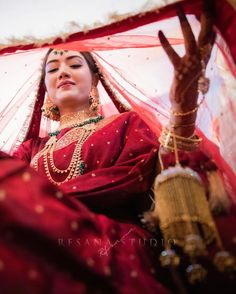 Indian Bride Photography Poses, Indian Bride Poses, Indian Wedding Poses, Indian Bridal Photos, Wedding Couple Poses Photography, Bridal Photography, Indian Weddings, Wedding Pics, Wedding Dress