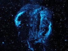 Brincar de esconde-esconde numa nebulosa.