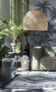 In een botanisch interieur kun je helemaal los gaan met natuurlijke prints, kleuren en materialen. Voeg vintage details of meubels toe voor een retro touch.