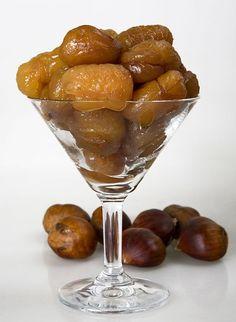 Kestane Şekeri için Gerekli Malzemeler: Yarım kilo soyulmuş kestane 1 su bardağı su 2 su bardağı toz şeker Kestane Şekeri Nasıl Yapılır: Hazır olarak satın aldığınız