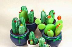 Sassi p-art: Operation cactus Yard Art Crafts, Rock Crafts, Diy Arts And Crafts, Painted Rock Cactus, Painted Rocks Kids, Painted Stones, Stone Cactus, Rock Flowers, Idee Diy