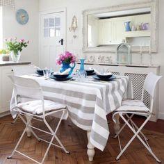 Kitchen dining area | House tour | Elegant 1930s Surrey house | PHOTO GALLERY | 25 Beautiful Homes | Housetohome