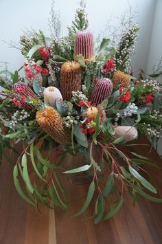 Banksia and gum display arrangement. Inspiration and ideas for flower bouquets and arrangements. Simple idea of flowers in glass vase - looks stunning! Protea Bouquet, Flower Bouquets, Wedding Bouquets, Wedding Flowers, Growing Flowers, Cut Flowers, Silk Flowers, Beautiful Flower Arrangements, Floral Arrangements