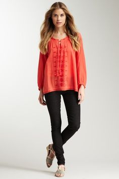 Peasant top with...skinny jeans. Never thought of that. Dang it.