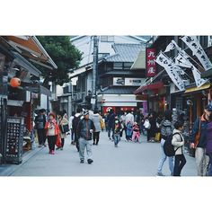 【kylebotwin】さんのInstagramをピンしています。 《miyajima shopping . . . . . . . . . . . . #nikon #nikonjp #travel #nikonph #instatravel #travelgram #japan #igersjapan #passionpassport #team_jp_ #visitjapan #discoverjapan #vscogood #ig_japan #justgoshoot #justgotravel #explorejapan #natgeotravel #japanlife #japanstreetphotography #vsco #sakura #cherryblossoms #miyajima》
