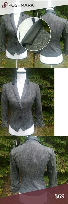 😀1hr sale😀Express blazer size 2 heather grey/bk Express blazer size 2 heather grey with faux leather collar  polkadot inside lining brand new never been worn Express Jackets & Coats Blazers