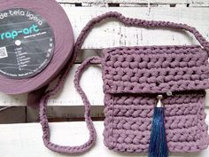 Tutorial bolso trapillo para infantil by http://www.lastrapcrochet.com/tutorial-bolso-infantil-de-trapillo-para-ninas/