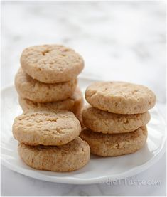 Spelt flour was such a pleasant surprise. It tastes almost like wheat flour with a nutty flavor, which enhances the taste of these cookies. They are similar to shortbread biscuits, only lower in fat and Diabetic Desserts, Diabetic Recipes, Low Carb Recipes, Delicious Desserts, Delicious Cookies, Healthy Recipes, Diabetic Cookies, Healthy Snacks, Healthy Deserts