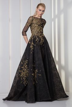 Tony Ward RTW FW 17/18 I Style 44 I Charcoal black lace and tulle dress with ¾ sleeves and gold sequins and crystal embroideries