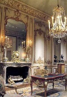 ♜ Shabby Castle Chic ♜ rich and gorgeous home decor - Hotel de Varengeville, France French Interior, Classic Interior, French Decor, Luxury Homes Interior, Interior And Exterior, Interior Ideas, Beautiful Interiors, Interior Design Living Room, Baroque