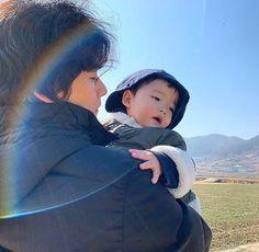 My don and my husband Cute Asian Babies, Korean Babies, Asian Kids, Cute Babies, Father And Baby, Dad Baby, Ulzzang Kids, Ulzzang Couple, Cute Korean