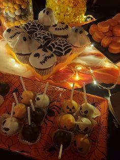 Candy Bar για παιδικό πάρτυ HALLOWEEN, από ΔΕΛΦΙΝΑΚΙΑ Table Lamp, Halloween, Party, Home Decor, Table Lamps, Decoration Home, Room Decor, Parties, Home Interior Design