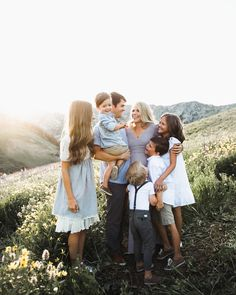 Family Photo Outfits Family Photo Outfits Ideas Family Photo Outfit inspiration family photography ideas and inspiration Big Family Photos, Family Picture Outfits, Cute Family, Family Posing, Family Goals, Family Kids, Family Portraits, Country Family Photos, Posing Families