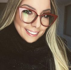 Qual o estilo do seu óculos de grau?! A linda @anaclara apostou no gatinho da #Fendi #Orchid  www.oticaswanny.com #anaclara #oticaswanny #oculosdegrau #cateye