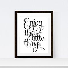 """Ungerahmter Poster-Druck """"Enjoy the little things"""" Dieses Textposter passt in jeden Raum – egal ob Wohnzimmer, Arbeitszimmer..."""