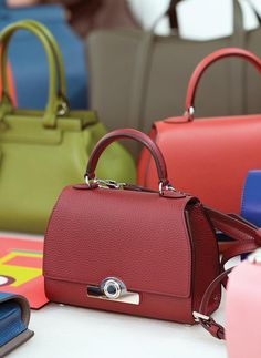 The Réjane bag, with its patented locking system