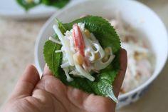 깻잎쌈 샐러드 한쌈씩 들고 먹어요.텃밭요리 : 네이버 블로그 Korean Food, Sushi, Cooking, Ethnic Recipes, Kitchens, Food Food, Kitchen, Korean Cuisine, Brewing