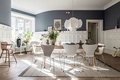 O culoare diferită în fiecare cameră dintr-un apartament spațios din Suedia | Jurnal de Design Interior