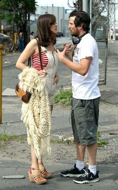 Marion Cotillard & Guillaume Canet: 'Blood Ties' Set: Photo Marion Cotillard gets down to business with Guillaume Canet as they work on their upcoming movie Blood Ties on Sunday (June in New York City. Marion Cotillard Bikini, Marion Cotillard Style, Marion Cottilard, Jeanne Damas, Celebrity Couples, Celebrity Style, A Very Long Engagement, Le Couple Parfait, Refashion Dress