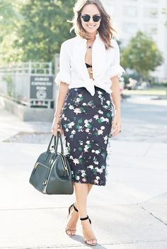white shirt outfit ideas date black bra floral skirt the glamorai Red Skirts, White Skirts, How To Wear Shirt, White Shirt Outfits, Pantalon Costume, White Button Down Shirt, Bustier Top, Office Outfits, Work Outfits