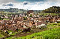 Sate sasesti - Viscri bijuteria Transilvaniei Travel Channel, Bulgaria, Romania, Mount Rushmore, Vineyard, Dolores Park, Mountains, History, Places