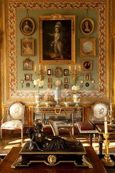 world of wonder awaits you. French Interior, Classic Interior, French Decor, Antique Interior, Scandinavian Interior, Victorian Home Decor, Victorian Homes, Victorian Interiors, Maximalist Interior
