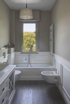 Boiserie with lacquered panel, decorative frames and Tiziano 140 baseboard Bathroom Renos, Laundry In Bathroom, Bathroom Interior, Small Bathroom, Bad Inspiration, Bathroom Inspiration, Saint Max, Casa Milano, Art Deco Bathroom