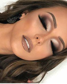 Nudelicious glossy and big eyelashes! Nudelicious glossy and big eyelashes! The post Nudelicious glossy and big eyelashes! & Beauty appeared first on Glossy makeup . Nude Makeup, Glam Makeup, Makeup Inspo, Makeup Eyeshadow, Makeup Inspiration, Hair Makeup, Neutral Eye Makeup, Makeup Goals, Brown Lipstick Makeup