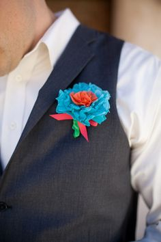 love this paper flower boutonniere! | Peacock Photo