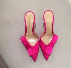 These are gorgeous!! My little toes would love them! ❤️💋 Unique Shoes, Fab Shoes, Pretty Shoes, Crazy Shoes, Beautiful Shoes, Cute Shoes, Pink Shoes, Shoes Sandals, Shoe Boots