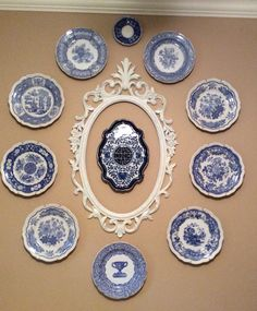 blue and white plate wall display Hanging Plates, Plates On Wall, Plate Wall, Blue And White China, Blue China, Blue Dishes, White Dishes, Plate Display, Blue Rooms