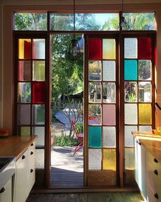 6 Stained Glass Ideas That'll Have You Ditching Traditional Wall Art bunte Glasmalerei Wand Home Design, Modern House Design, Modern Interior Design, Interior Styling, Interior Decorating, Decorating Tips, Modern Decor, Design Design, Style At Home