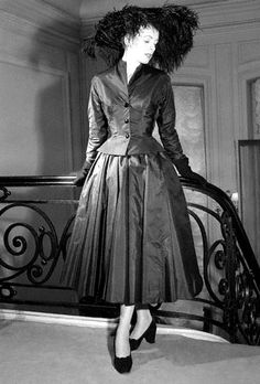 fashion - 1951 Christian Dior uses the flattering Basque line to interpret the fall Vintage Dior, Christian Dior Vintage, Moda Vintage, Vintage Couture, Fifties Fashion, Retro Fashion, Vintage Fashion, Fifties Style, Vestidos Vintage