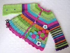çiçek işlemeli rengarenk kız bebek örgü hırka modeli