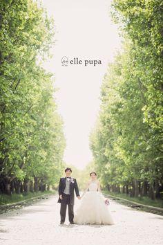 太陽の塔を眺めてat万博記念公園 |*ウェディングフォト elle pupa blog*|Ameba (アメーバ) Wedding Images, Wedding Pictures, Wedding Styles, Portrait Photography, Wedding Photography, Cute Poses, Wedding Photoshoot, Wedding Portraits, Photo Book