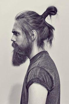 Hello, guapo: | 29 Hombres que son la prueba definitiva de que barba   moñito en el pelo = amor