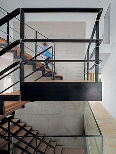 Offen vom Keller bis zur Decke: das Treppenhaus | Bild: Herbert Stolz