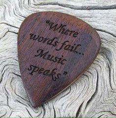 muziek is een van mijn sterkte punten. als ik muziek luister kan ik mijn zelf  beter concentreren, of als ik mijn slecht voel luister ik gelijk naar mijn lieveling lied dan word ik gelijk blij.
