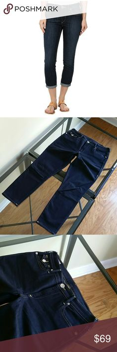 True religion halle mid rise super skinny crop jea Excellent condition inseam 27 in Please note the stretch is a bit loose in the groin area but do not show once the jeans are on.. True Religion Jeans Ankle & Cropped