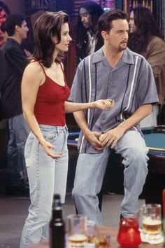 13 times Rachel, Monica & Phoebe wore something we'd wear today It's no secret that Levi's are one of the [link url= Friends Mode, Serie Friends, Friends Cast, Friends Episodes, Friends Moments, Friends Show, Friends Girls, Monica E Chandler, Chandler Bing