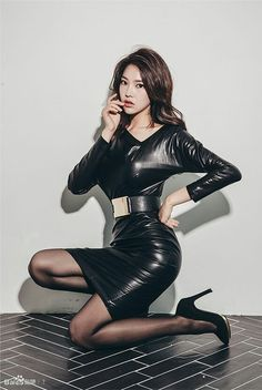 Asian girl in belted black leather dress Asian Fashion, Look Fashion, Fashion Models, Black Leather Skirts, Leather Dresses, Black Tights, Non Blondes, Beautiful Asian Women, Beautiful Legs