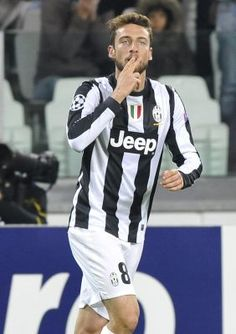 Juventus\' Marchisio celebrates after scoring against Nordsjaelland during their Champions League Group E soccer match at the Juventus stadium in Turin Juventus Soccer, Juventus Stadium, Juventus Fc, Claudio Marchisio, Soccer Match, Turin, Champions League, Volleyball, Fans