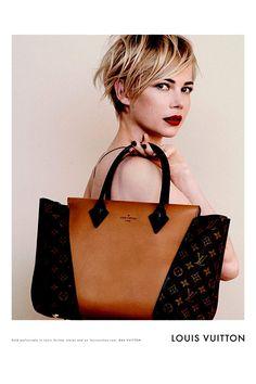 El W Bag de Louis Vuitton es la última tendencia en bolsos para esta temporada! Marcas conocidas por todas han imitado su estilo...hoy por ser viernes nos merecemos comprarnos uno! :)