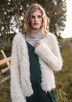 Qualityyarns for knitting. Inspiration and patterns for easy knitting! Crochet Cardigan, Knit Crochet, Angora Sweater, Knitwear, My Design, Vest, Knitting, Hair Styles, Sweaters